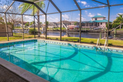 4 Advantages of Aluminum Pool Enclosures in Fort Myers, Florida